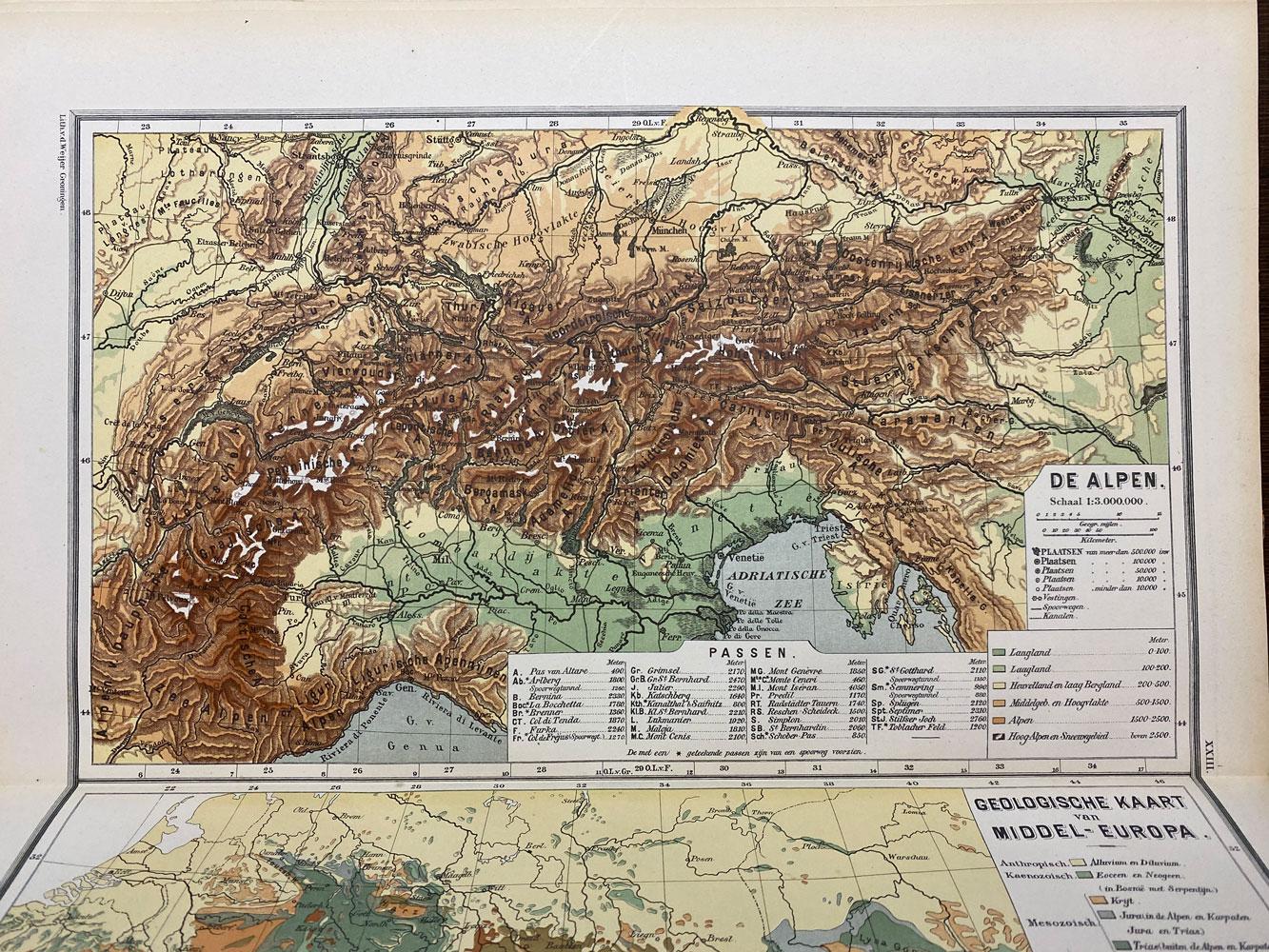 kleurenkaart van de Alpen
